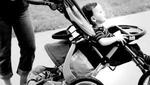 Pengaruh Stroller Pada Kesehatan Punggung Bayi