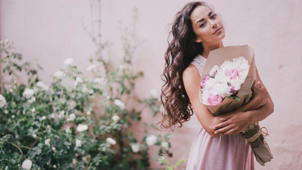 Ini Alasan Wanita Identik Dengan Bunga