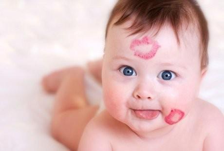 Jangan Mengelus Dan Mencium Bayi Tanpa Seizin Orang Tuanya