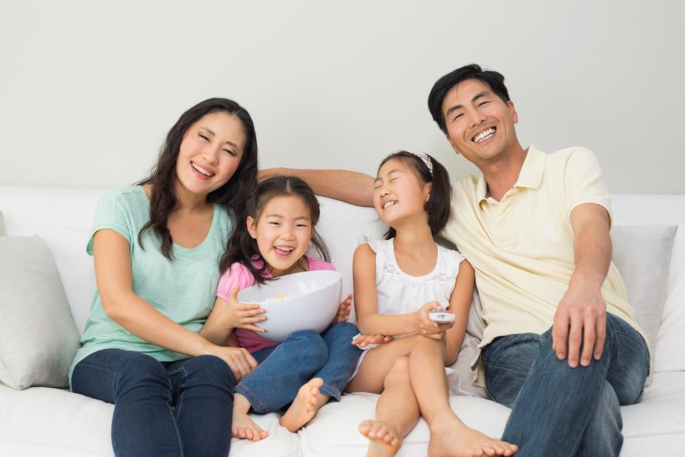 Boleh Gak Sih Orang Tua Bermesraan Depan Anak-anak ?