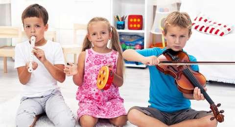 Apasih Bedanya Anak Autis Dengan ADHD?