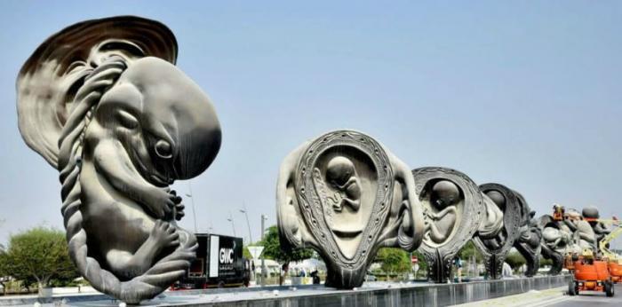 Heboh Keberadaan Patung Janin Berukuran Raksasa Di Qatar