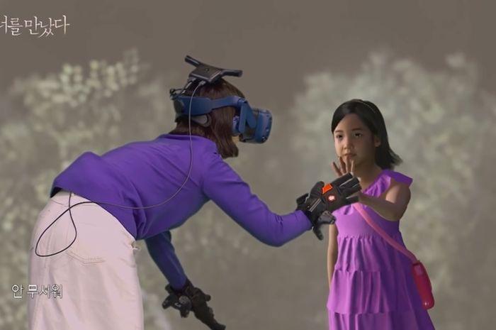 Terharu, Seorang Ibu Bisa Bertemu Lagi Dengan Anaknya Yang Sudah Meninggal Dengan Menggunakan Teknologi Virtual Reality