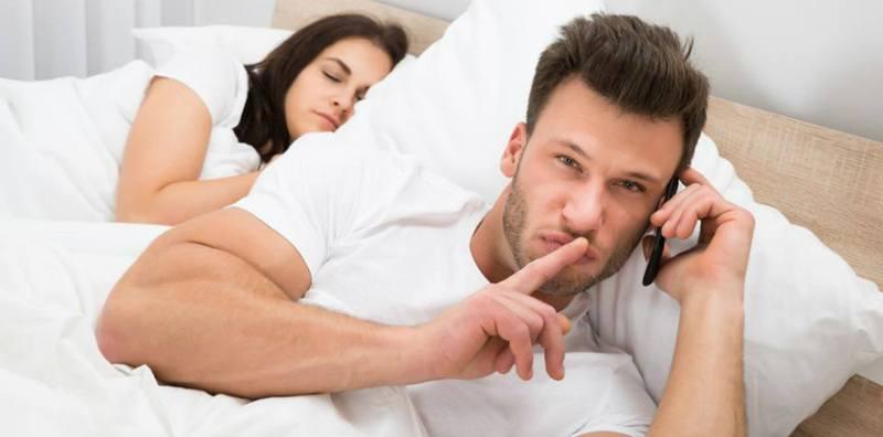 Bunda Perlu Tahu, Ini Ciri-ciri Suami Punya Wanita Simpanan!