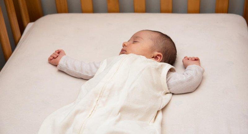 Bayi Di Bawah 1 Tahun Sebaiknya Tidak Menggunakan Bantal Saat Tidur