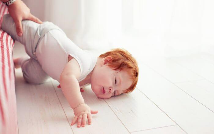Segera Lakukan Ini Saat Bayi Jatuh Dari Tempat Tidur