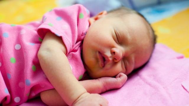 Bayi Belum Usia 40 Hari Jangan Keluar Rumah, Masa Sih ?