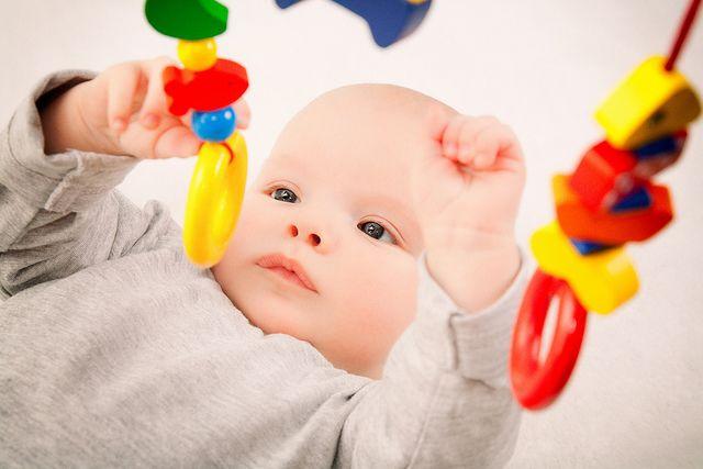 9 Permainan Yang Dapat Menstimulasi Penglihatan Bayi