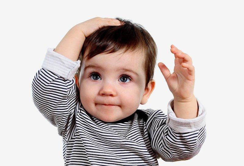 Kenapa Ya Si Kecil Selalu Membenturkan Kepala Dengan Sengaja?