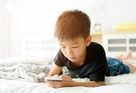 Kapan Sebaiknya Anak Diberikan Handphone ?