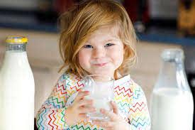 Untuk Si Kecil Di Atas 2 Tahun Lebih Baik Susu Formula Atau Susu UHT?