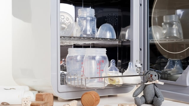 Peralatan Makan Bayi Wajib Disterilkan Lho Bun!