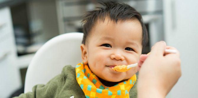 Usia Berapa Si Kecil Dilatih Makan Sendiri?