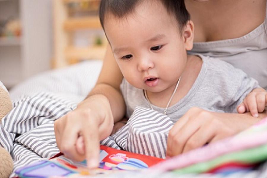 Ayo Kenalkan Buku Sejak Bayi!