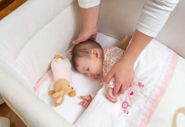 Cara Yang Benar Membangunkan Bayi Yang Tidur