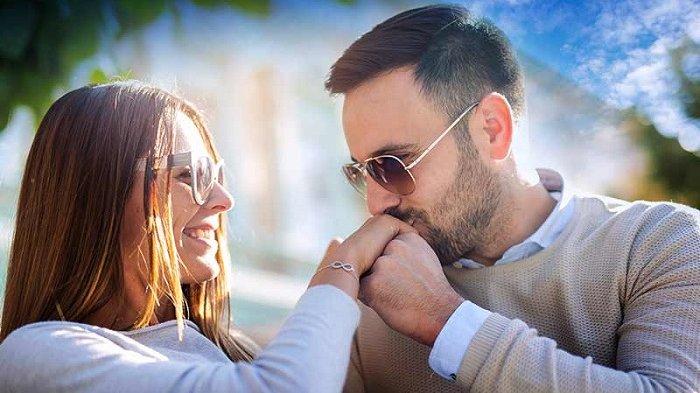 10 Bukti Jika Suami Anda Masih Mencintai Anda