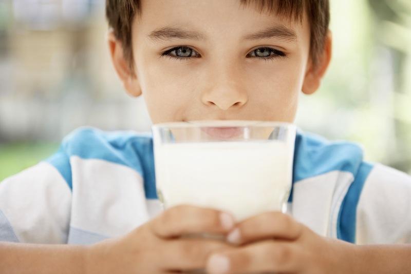 Ini Bahayanya Jika Si Kecil Terlalu Banyak Minum Susu