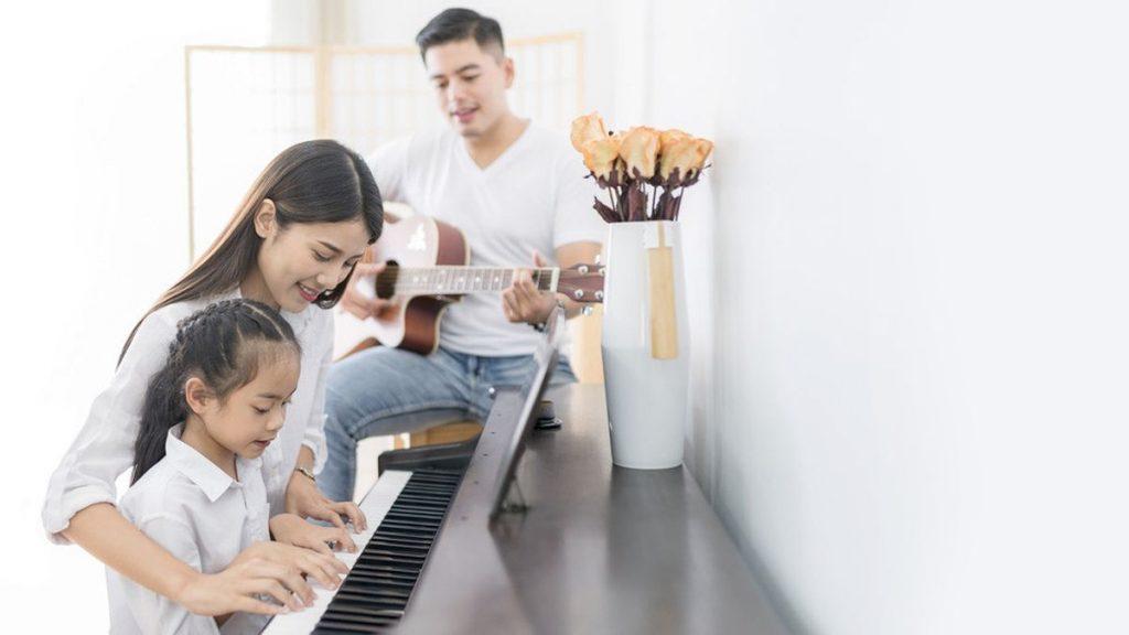 Kapan Sebaiknya Si Kecil Diajarkan Bermain Musik?