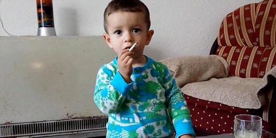 Saat Anak Ketangkap Basah Merokok, Orangtua Lakukan Ini!