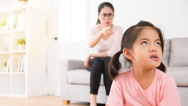 10 Prilaku Yang Harus Dihindari Oleh Orangtua Di Depan Anak